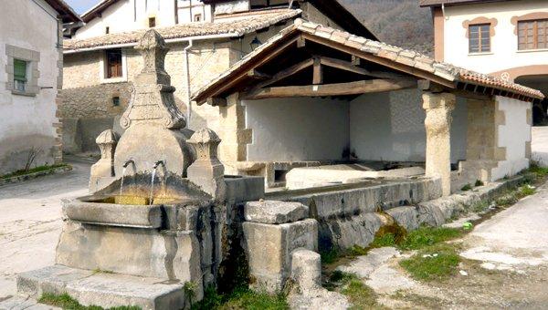 Fuente de agua potable en Améscoa
