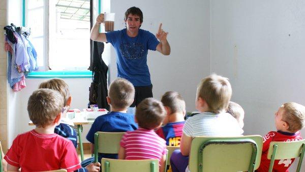 Las charlas para los más pequeños sirven para ir sensibilizándolos